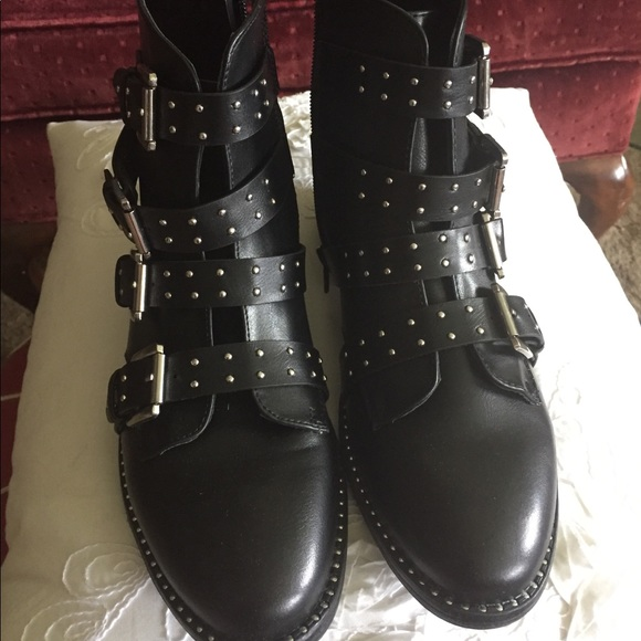 Steve Madden Reena Women/'s Faux Leather Side Zip Studded Fashion Ankle Boots